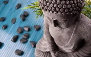Buddha mit Bambus und Massage Steinen