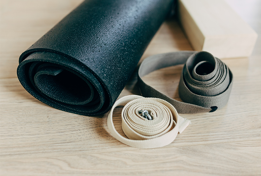 Using props to align yourself Yoga-Special mit Valerie ElterSports Kurse Sommer-Specials